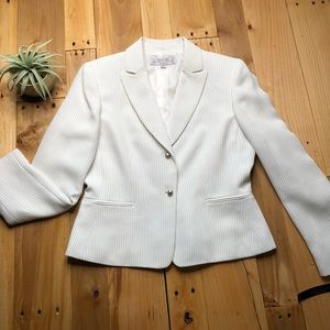 Tahari Arthur S. Levine pinstripe blazer 6p petite